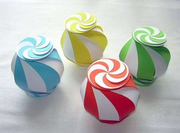 Как сделать объемный подарок из бумаги